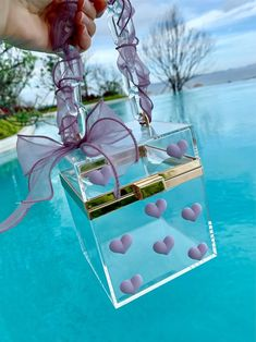 Diy Resin Art, Resin Crafts, Aesthetic Bags, Aesthetic Collage, Pink Wallpaper Girly, Clutch Mini, Clear Handbags, Antique Jewellery Designs, Transparent Bag
