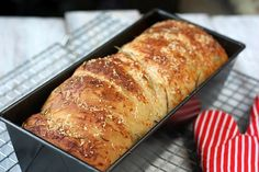 Bacon (or ham) Cheese Bread! sounds so yummy!