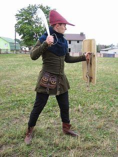 Cotehardie & hose, second half of the century. Medieval Costume, Medieval Armor, Steampunk Costume, Medieval Life, Medieval Fantasy, Historical Costume, Historical Clothing, Historical Photos, 14th Century Clothing