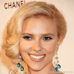 20 Beautiful Bridal Hairstyles Scarlett Johansson Babaii transformed Johansson's shoulder-length hair into a style worthy of a modern-day Grace Kelly—ideal with a skin baring gown. Celebrity Wedding Hair, Wedding Hair And Makeup, Bridal Makeup, Hair Makeup, Hair Wedding, Celebrity Style, Vintage Hairstyles, Up Hairstyles, Wedding Hairstyles