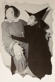 Ray Bolger (the Scarecrow) and Margaret Hamilton (the Wicked Witch). The original Fiyero and Elphaba. Wizard Of Oz Movie, Wizard Of Oz 1939, Old Movies, Great Movies, Classic Hollywood, Old Hollywood, Ray Bolger, Margaret Hamilton, Land Of Oz