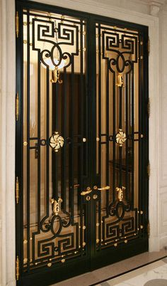 La Forge de Style fabricates doors, grids and gates to be installed in the most famous buildings all over the world. Main Gate Design, Door Gate Design, Door Design Interior, Railing Design, Modern Small House Design, Iron Front Door, Grill Door Design, Double Door Design, Village House Design