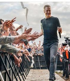 Dan Reynolds is one of the friendliest human beings in the world