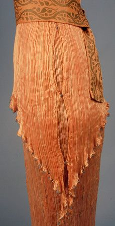 """ca 1920 Mario Fortuny pleated pink silk """"Delphos"""" dress. Side view of details. Late Modern Period, Vintage Outfits, Vintage Fashion, 1930s Fashion, Moda Retro, Elsa Peretti, Lesage, Pleated Fabric, Murano Glass Beads"""