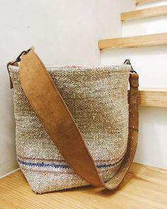 #왕드레킴 keresőcímke az Instagramon • Fényképek és videók Handmade Fabric Bags, Produce Bags, Jute Bags, Boho Bags, Linen Bag, Cotton Bag, Cloth Bags, Canvas Leather, Purses And Bags