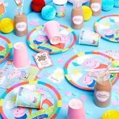 Try these super cute Peppa Pig party ideas for your little one's birthday, including decorations, party games and more. Pig Birthday, Birthday Party Games, Birthday Party Decorations, Party Party, Birthday Cards, Peppa Pig Party Games, Peppa Pig Party Supplies, Peppa Halloween, Party Tableware