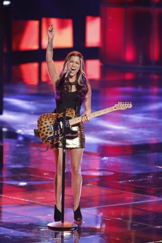 Vote for Cassadee Pope! #TheVoice #Top12 I was so surprised!!! YES HEY MONDAY!!!! and she is on my cousin's team! lol
