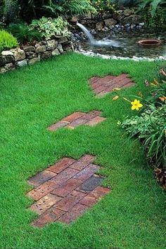 Приусадебные территории или сад можно украсить самыми разными способами. Одним из таких является создание построек из кирпича.
