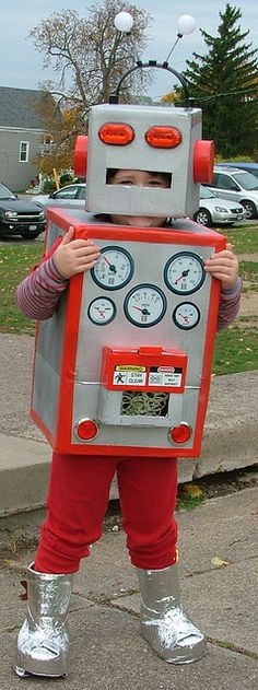 Kids Cardboard Robot Costume DIY by sign-generator, via Flickr
