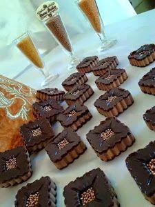 الكبة الشمالية - حلويات صباح Mini Wedding Cakes, Honey Cake, Petit Fours, Muffins, Cookies, Gateau Minie, Breakfast, Food, Caramel