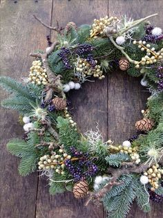 Ideas door wreaths christmas diy seasons for 2019 Christmas Door Wreaths, Christmas Flowers, Noel Christmas, Holiday Wreaths, Christmas Crafts, Holiday Decor, Natural Christmas, Art Floral Noel, Navidad Natural