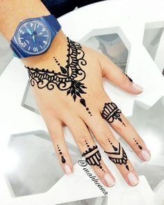Henna Unterschied sagt Sus Let My Henna Speak 😎💃. - Body Art Henna -Mah Henna Unterschied sagt Sus Let My Henna Speak 😎💃. - Body Art Henna - 125 Stunning Yet Simple Mehndi Designs For Beginners Henna Tattoo Hand, Henna Tattoo Muster, Simple Henna Tattoo, Diy Tattoo, Henna Mehndi, Mehendi, Easy Hand Henna, Pakistani Mehndi, Henna Diy