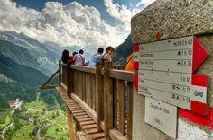 Il ponte sulla cascata del Toce in Val formazza.