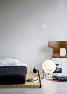 tatami style ...Love the globe floor lamp! me want..