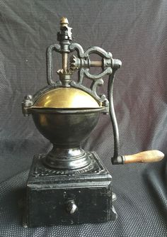 Duchamp marcel moulin a cafe ayant appartenu a marcel duchamp bois fonte et cuivre 53 x 33 x - Moulin a cafe de comptoir ...