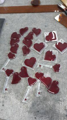 Love the keys! Fused Glass Ornaments, Fused Glass Jewelry, Fused Glass Art, Stained Glass, Glass Fusing Projects, Slumped Glass, Kiln Formed Glass, Fire Glass, Heart Ornament