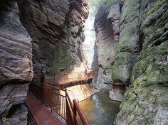 Ущелье Лунтань – #Китай #Хэнань (#CN_41) Лунтань - самое узкое ущелье Китая!  ↳ http://ru.esosedi.org/CN/41/1000450973/uschele_luntan/