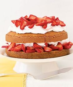 Make an easy version of classic strawberry shortcake by starting with a box of yellow cake mix and topping the layers with fresh strawberries and whipped cream. Most Popular Desserts, Desserts For A Crowd, Easter Desserts, Dessert Recipes, Strawberry Shortcake Recipes, Strawberry Recipes, Strawberry Cakes, Vegetarian Cake, Vegan Food