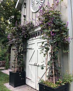 Landscape Curbing, English Decor, Flower Planters, Garden Styles, Dream Garden, Play Houses, Garden Inspiration, Curb Appeal, Outdoor Gardens