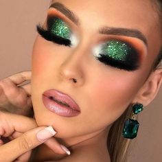 Make a bold statement with green eyeshadow looks! Green eye shadow makeup styles give you a fresh look. Green Eyeshadow Look, Green Makeup, Colorful Eye Makeup, Glitter Eyeshadow, Eyeshadow Looks, Eyeshadow Makeup, Nyx Eyeliner, Cut Crease Makeup, Purple Makeup