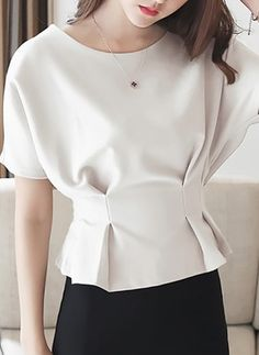 Cinched waist works here because of the bat sleeves Casual Skirt Outfits, Cool Outfits, Fashion Outfits, Womens Fashion, Blouse Styles, Blouse Designs, Elegant Dresses, Nice Dresses, Fancy Tops