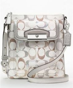 Coach Factory Outlet handbags at our cheap Coach Factory Outlet Usa store tends to be popular with those are crazy about latest fashion. Latest Handbags, Cheap Handbags, Handbags Online, Handbags On Sale, Purses And Handbags, Leather Handbags, Guess Handbags, Fashion Handbags, Fashion Bags