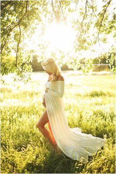 lyndi | maternity session | www.eephotome.com | beautiful maternity shots | outdoor maternity photo ideas | maternity pose ideas