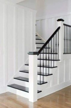 Black Stair Railing, Stairs Trim, White Staircase, Stair Railing Design, Staircase Railings, Staircase Ideas, Banisters, Hallway Ideas, Staircase Remodel