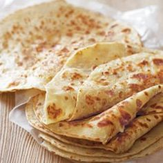 Roti is the Malay word for unleavened bread and is often served with curries instead of rice. Roti Recipe Easy, Roti Recipe Indian, Jamaican Roti Recipe, Curry Recipes, Vegetarian Recipes, Cooking Recipes, Snacks Recipes, Oven Recipes, Indian Recipes
