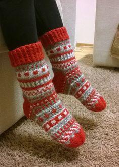 Diy Crafts Knitting, Diy Crochet And Knitting, Knitting Stiches, Knitting Socks, Baby Knitting, Knitting Patterns, Christmas Stocking Pattern, Knitted Christmas Stockings, Christmas Knitting