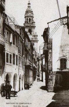 """""""Rúa do Vilar"""". Su nombre hace alusión al siglo a IX cuando la ciudad era tan sólo una pequeña villa. Santiago de Compostela."""