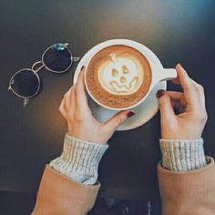 Halloween jack-o-lantern latte art on point. Fall inspiration and photo ideas. Things to do during fall. Latte Art, Fall Halloween, Happy Halloween, Halloween Graveyard, Halloween Fairy, Halloween Night, Halloween Stuff, Halloween Pumpkins, Coffee Tumblr