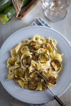 Pasta with zucchini and pesto