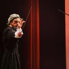 Miguel Maduro-Dias é um baixo-barítono português natural de Angra do Heroísmo, Ilha Terceira, Açores Violin, Music Instruments, Natural, Saint George, Concerts, Festivals, Island, Bass, Greek Chorus