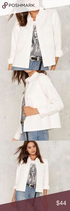 New WHITE denim JACKET cotton utility shirt SZ M New! Crisp COTTOn white denim jacket with button front closure, 2 flap pockets at chest and button cuffs. Looser foot for versatility, style and comfort! Size M. (M27) Nasty Gal Jackets & Coats