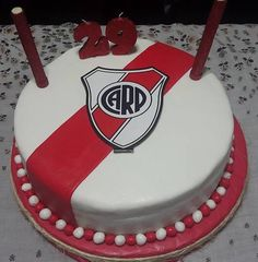 Torta de River Plate! Birthday Cake, Birthday Parties, New Cake, Macarons, Plates, Candy, Baking, Breakfast, Desserts