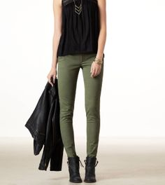 Super How To Wear Green Pants Olive Skinnies Ideas Source by jeans outfit Jeggings Outfit, Olive Pants Outfit, Ripped Jeggings, Outfits With Olive Pants, Olive Skinnies, Olive Skinny Jeans, Skinny Pants, Khaki Jeans, Trouser Jeans