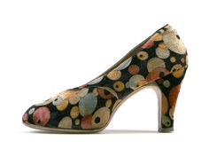 Evening pumps of multicolor polka-dot velveteen; 1940s Shoes, Vintage Shoes, Vintage Accessories, Vintage Dresses, Vintage Outfits, Fashion Accessories, 1940s Fashion, Vintage Fashion, 1940s Tea Dress