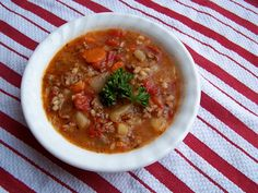 hambuger vegetable soup...looks yummy but seems like it makes a ton....might want to cut it in half