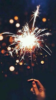 Watercolor Fireworks, Photographing Fireworks, Fireworks Photography, Beautiful Places To Travel, Beautiful Lights, July 4th, Aesthetic Wallpapers, Christmas Time, Arts And Crafts