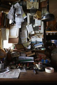 Image credit to Michael Graydon.ca.  To find out more about how cluttered office spaces disrupt your work flow head over to naomifindlay.com