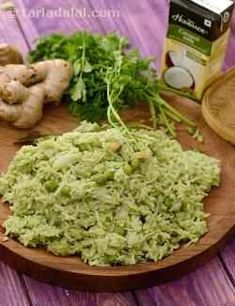 In this exciting Green Rice, peppy greens like coriander and mint work together with traditional flavour enhancers like ginger, green chillies and garlic to add more excitement to the meal! Thai Cooking, Vegetarian Cooking, Vegetarian Recipes, Healthy Recipes, Thai Recipes, Quick Rice Recipes, Green Rice Recipe, Flavored Rice, Rice Dishes