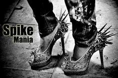 rock and roll fashion | As spikes- tachas de metal com pontas agudas são uma inspiração do ...