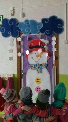 Winter Door Decorations for School Classroom Door Displays, Christmas Classroom Door, Classroom Decor, Christmas Crafts, Homemade Christmas, Decoration Creche, Class Decoration, School Door Decorations, Christmas Door Decorations