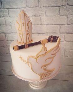 confirmacion tortas Ideas and Images Comunion Cakes, Black Suit Wedding, Religious Cakes, Confirmation Cakes, First Communion Cakes, Daisy Cakes, Cake Tutorial, Creative Cakes, Cake Art