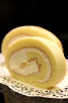 SWISS ROLL WHIPPING CREAM AND DURIAN FILLING