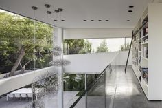 Image 9 of 62 from gallery of The Concrete Cut / Pitsou Kedem Architects. Photograph by Amit Geron Exterior Design, Interior And Exterior, Interior Ideas, Villas, Villa Architecture, Arch Light, Pitsou Kedem, Terrazzo Flooring, Roofing Systems