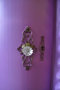 What a gorgeous handle on this purple door . Purple Lilac, Shades Of Purple, Deep Purple, Purple Nails, Purple Amethyst, Light Purple, Purple Flowers, Old Door Knobs, Door Knobs And Knockers