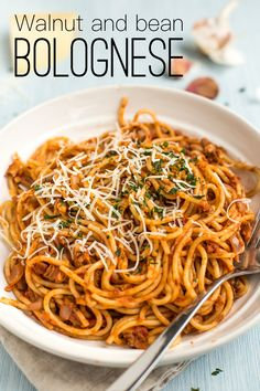 Walnut and bean bolognese - an easy veggie version of spaghetti bolognese, made only with store cupboard ingredients! Vegetarian Spaghetti, Vegetarian Dinners, Vegetarian Recipes, Healthy Recipes, Healthy Food, Veggie Dinners, Vegetarian Italian, Easy Dinners, Vegan Meals