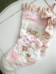 Shabby chic Christmas stocking made from a vintage quilt. Shabby chic Christmas stocking made from a vintage quilt. The post Shabby chic Christmas stocking made from a vintage quilt. appeared first on Quilt Decor. Shabby Chic Christmas Stockings, Quilted Christmas Stockings, Xmas Stockings, Christmas Patchwork, Christmas Quilting, Shabby Chic Pink, Vintage Shabby Chic, Shabby Chic Style, Shabby Chic Decor